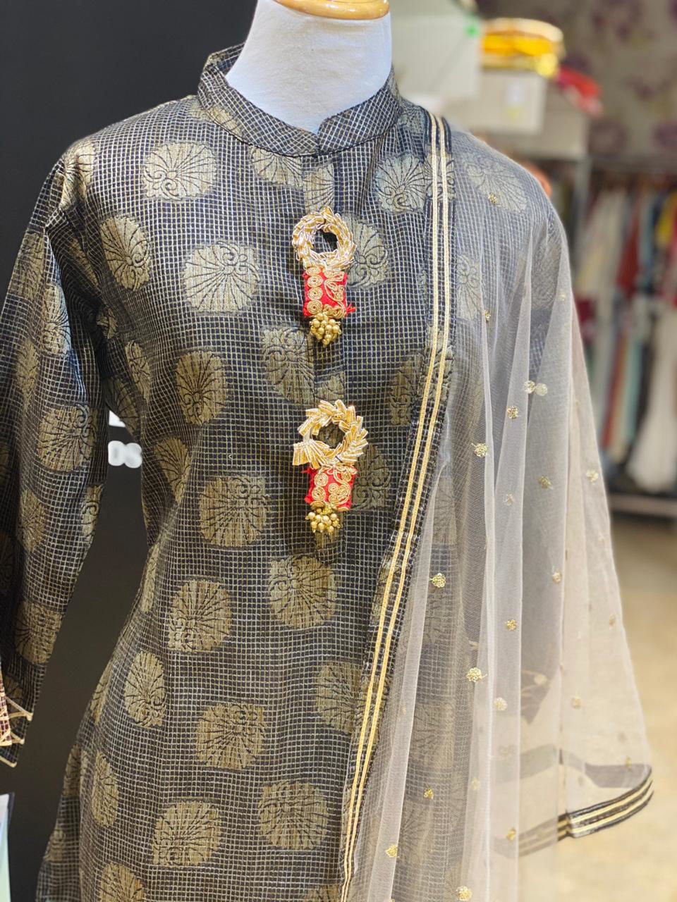 Picture of Handloom Weaved Buti Tunic With Gold Net Dupatta