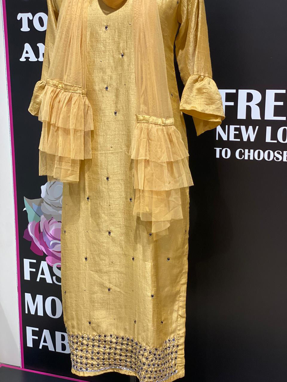 Picture of Straight Cut Tunic In Silk With Antique Border And Net Stole