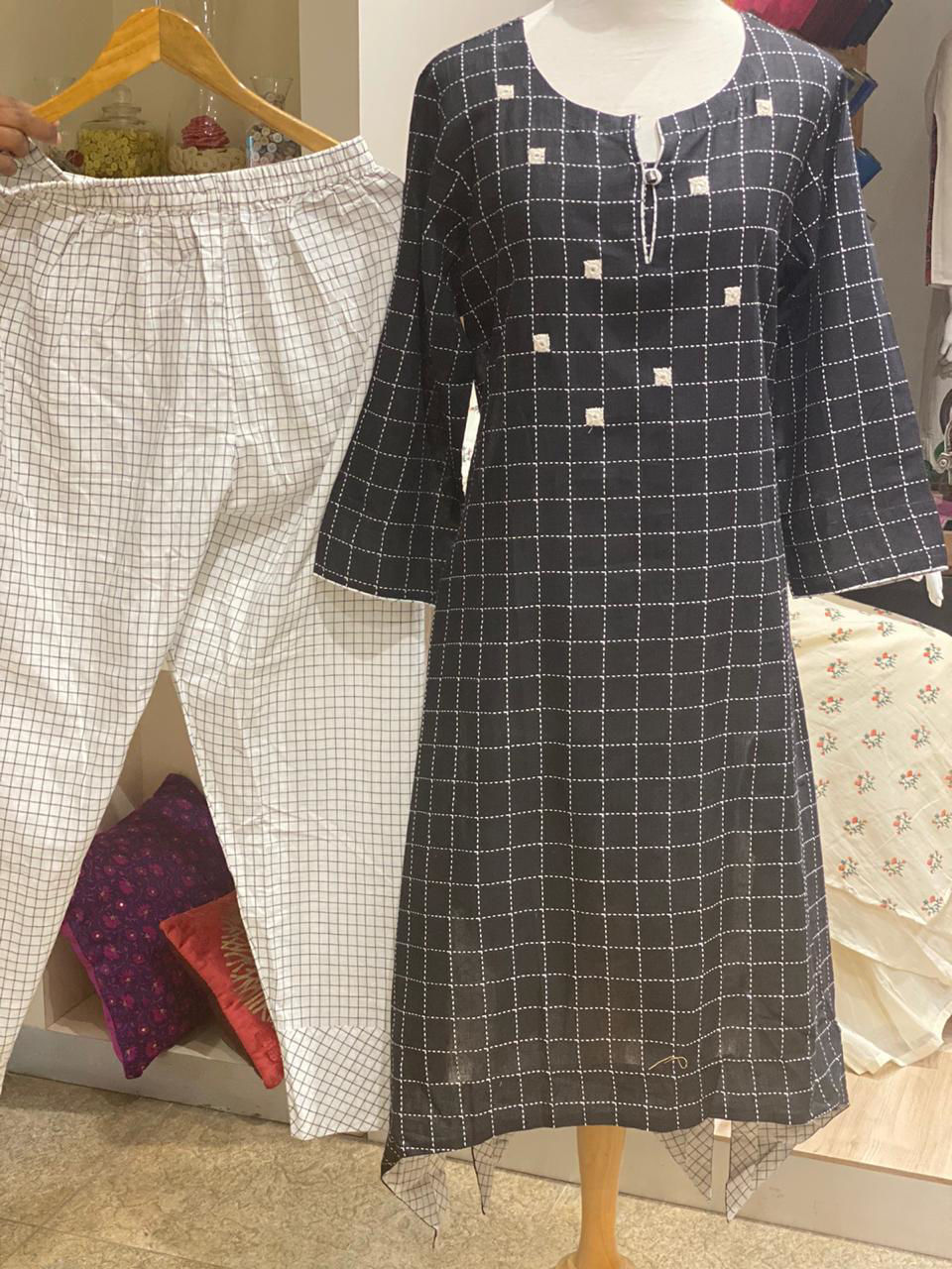 Picture of Handloom Tunic With Checks Design And Pants