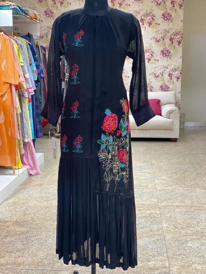 Picture of Soft Chiffon Long Tunic With Inner And Delicate Pita Work - Black