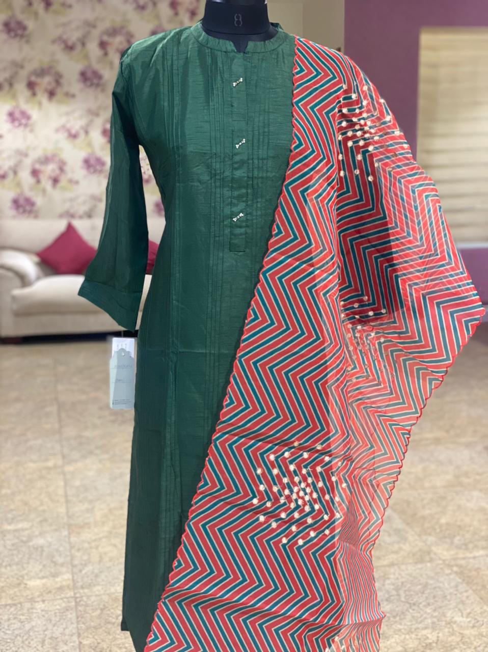 Picture of Plain Straight Cut Tunic In Silk With Pintux Detailing And Dupatta - Green