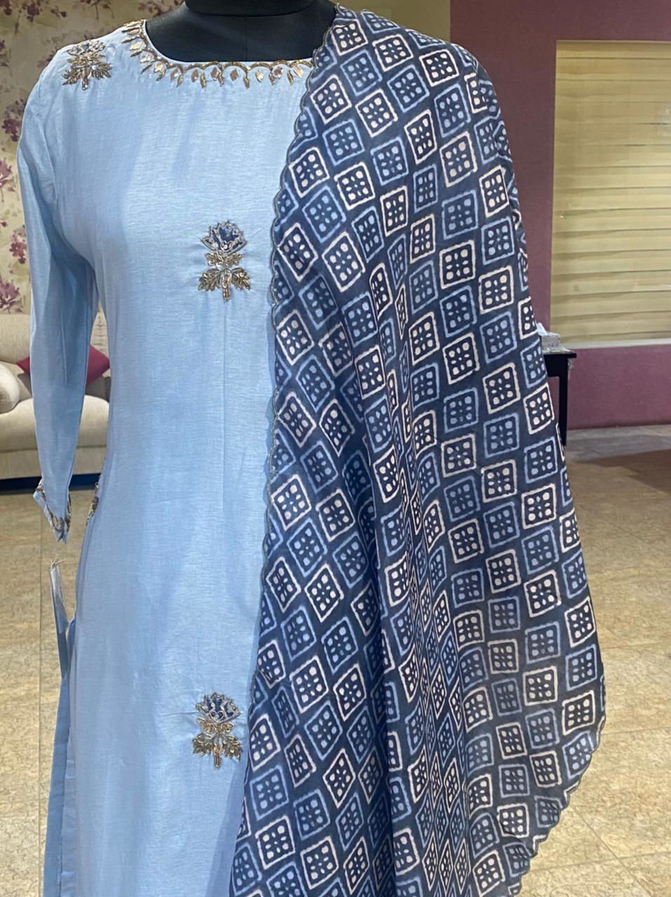 Picture of Straight Cut Tunic In silk With Buti Work And Dupatta